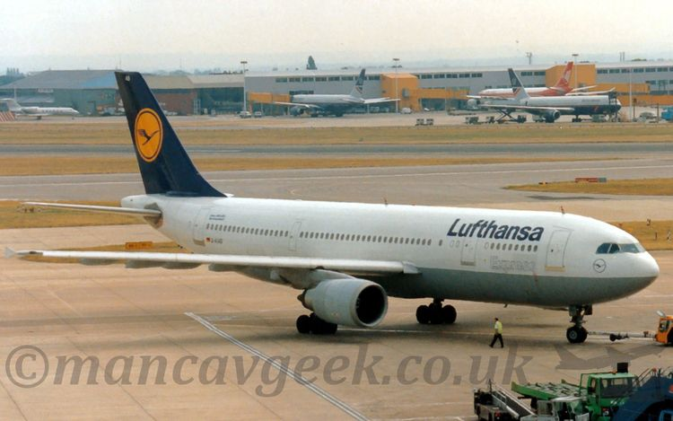 Airbus A300, Lufthansa pushback - mancavgeek   ello