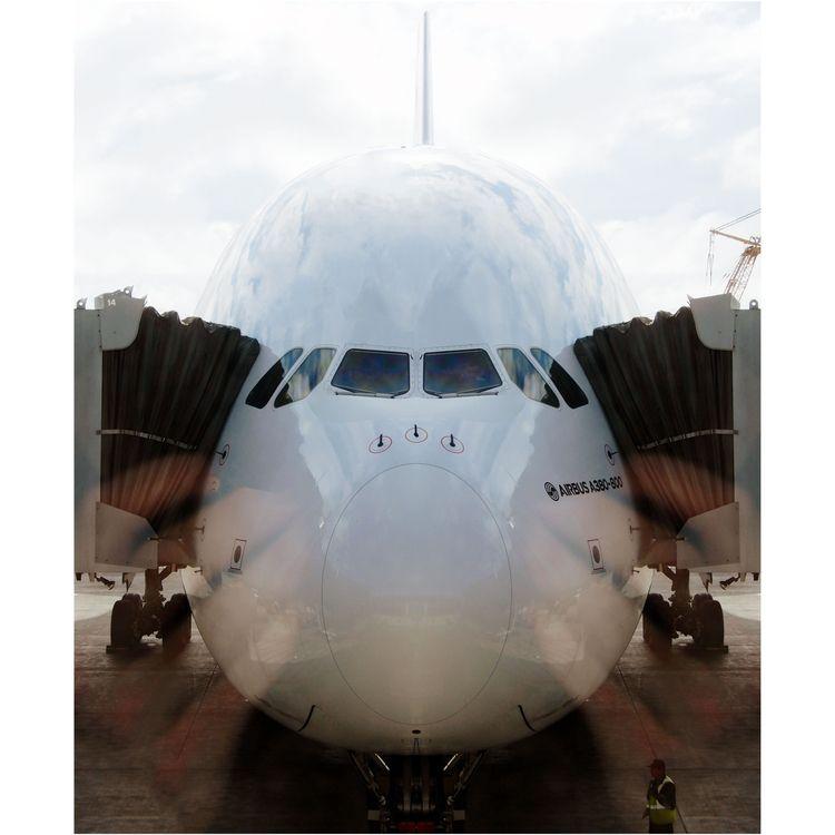 Symmetrical reflection - airbus - scifi88   ello