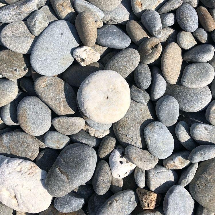 "stones shapes circle ""honohoshi - kimidori | ello"