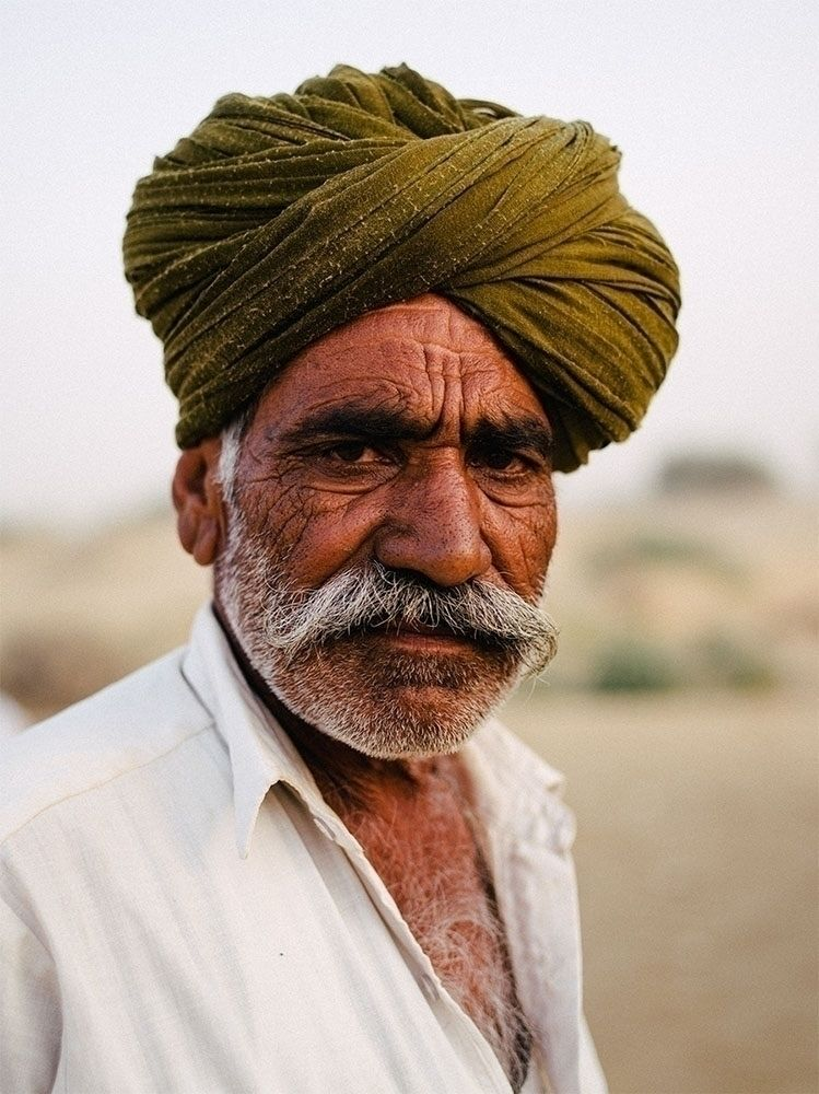 guide desert Jaisalmer, India - portrait - jorishermans | ello