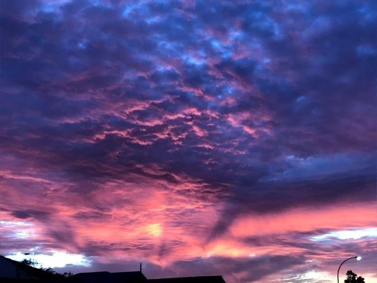 sky, scales zooming - moomew | ello