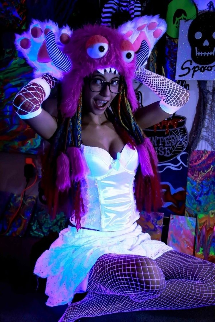 love blacklights:smile_cat: alo - amethystskye | ello