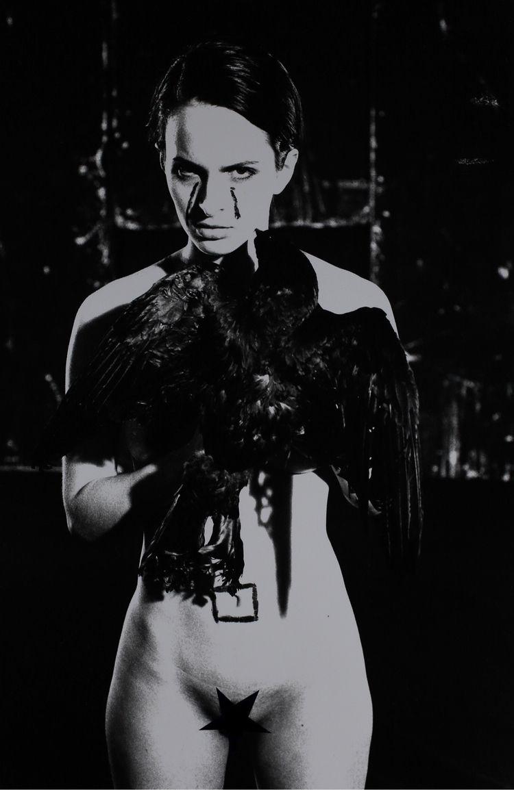 Portrait woman black bird, anal - brunofournierphotographe | ello
