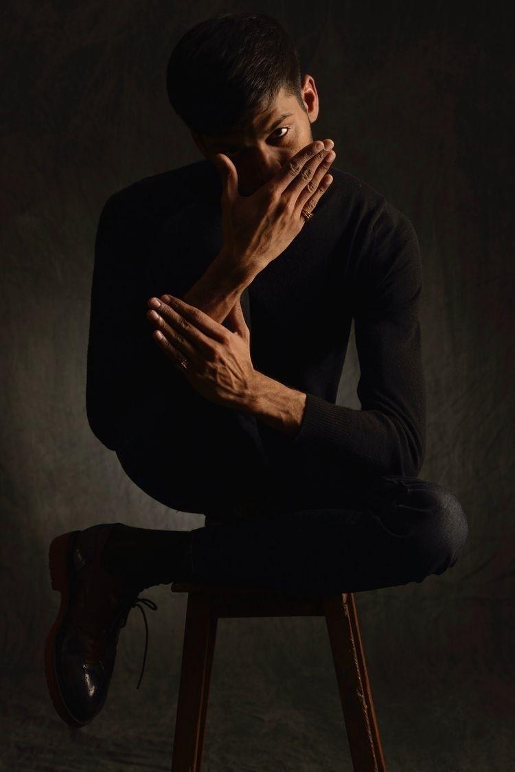 Harsh - portrait, bodylanguage, photography - entrevues | ello