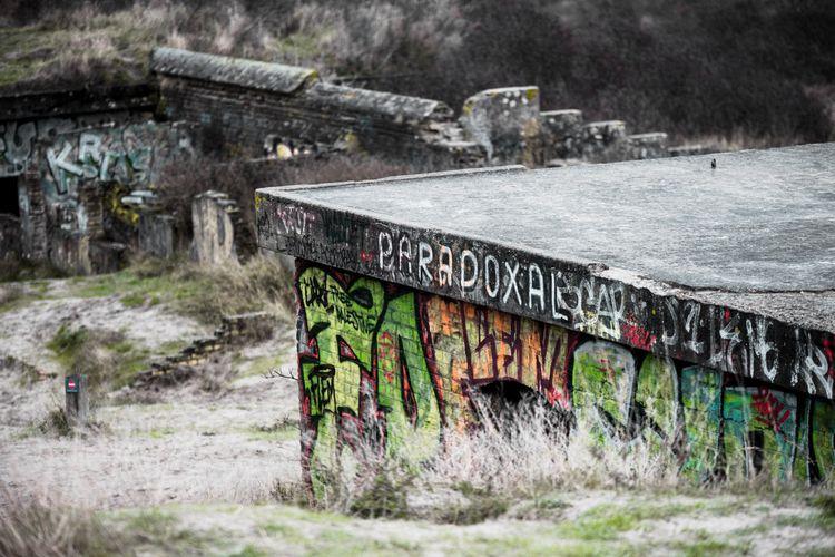 weekend - beach, bunker, graffiti - loyph | ello