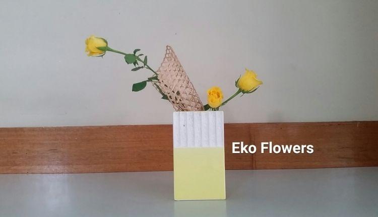 3 roses - ikebana, yellow, design - ekoflowers | ello