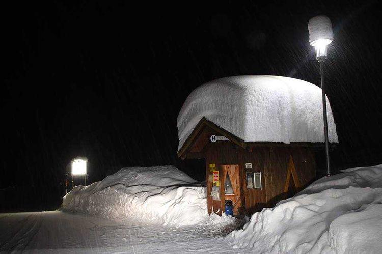 HUGE amounts snow Zürs, Austria - alternative-news | ello