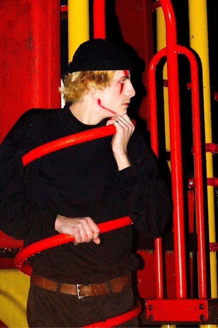 flee circus 🤡 *  - photography, portraits - tessakrochak | ello