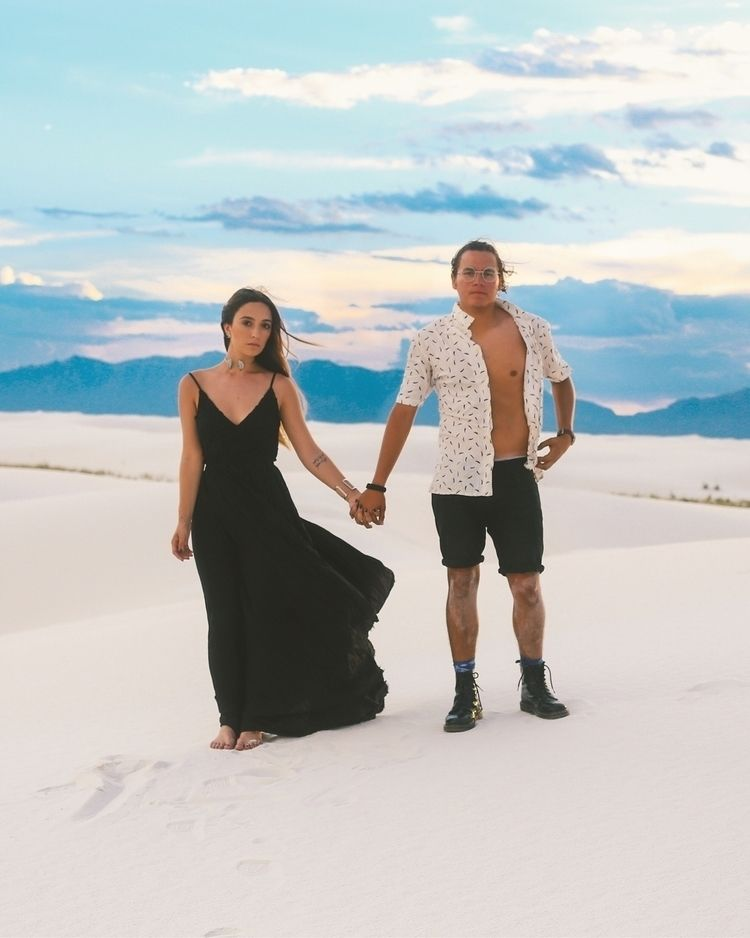 White sands, Mexico - couple - twoleos | ello