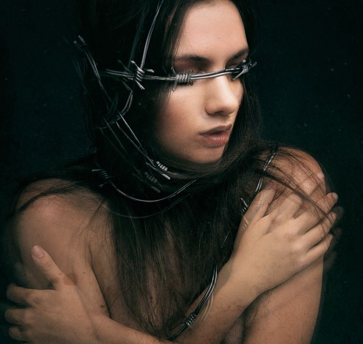 """Pain Binds – Photographer: Pau - darkbeautymag 