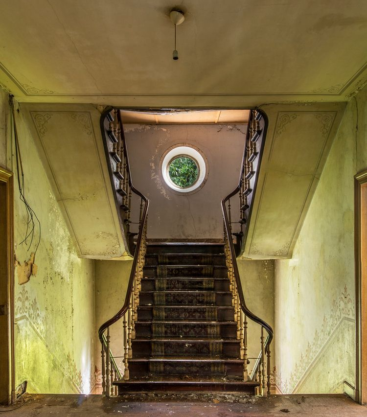 floor landing abandoned house B - forgottenheritage   ello