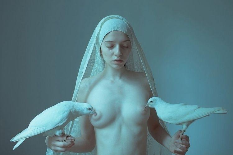 Breastfeeding public... Artisti - roddiemac | ello
