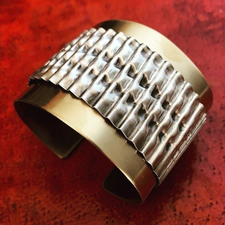 ίηδմςϯɾίαʆ ςհείƘ * Cuff Design  - silverravenstudio | ello