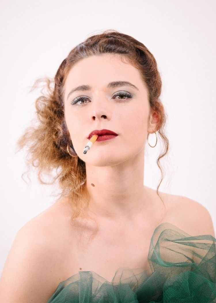 Smoking vintage portrait Manon - julien_baudin   ello