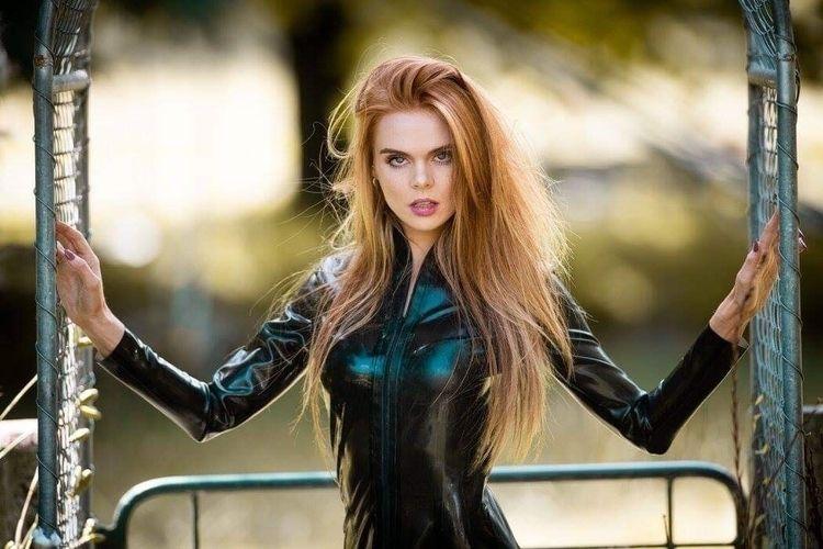 Sophie modelling latex wear Hon - mykhaylo   ello