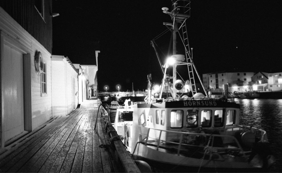 Islands filling fishing boats.  - unfve | ello