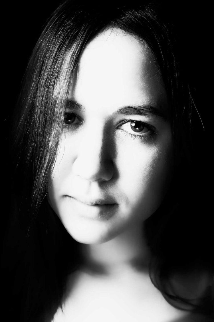 Portrait Leticia. connection pe - hanspoels | ello