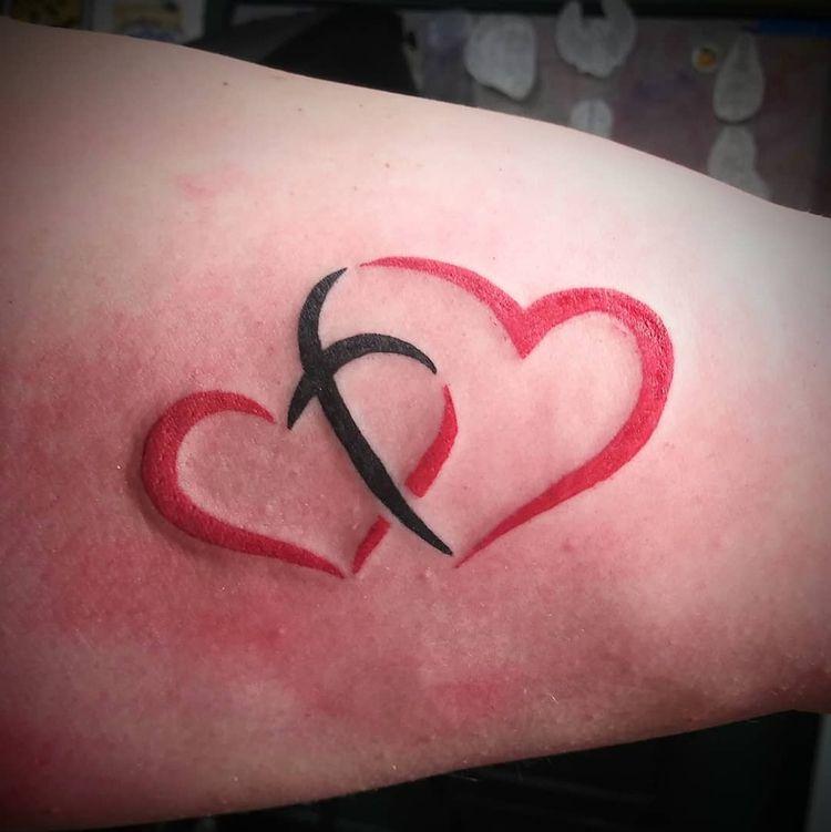 Couple tattoo awwws Upper arm h - yankeedoodlezart | ello