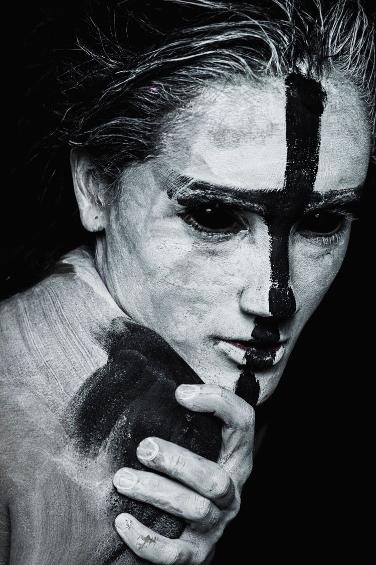 Photographer/Model: Isabella Ma - darkbeautymag | ello
