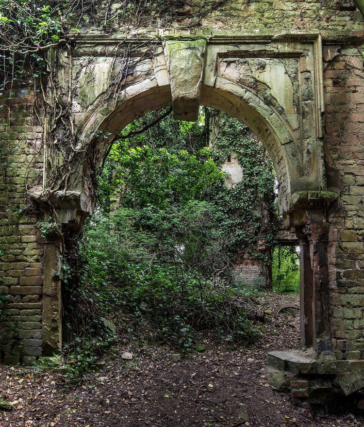 Archway ruins grand country est - forgottenheritage | ello