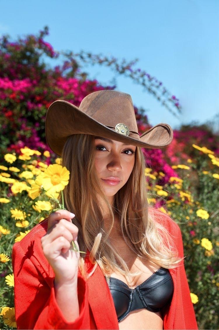 Spring Cowgirl - malachizzle | ello
