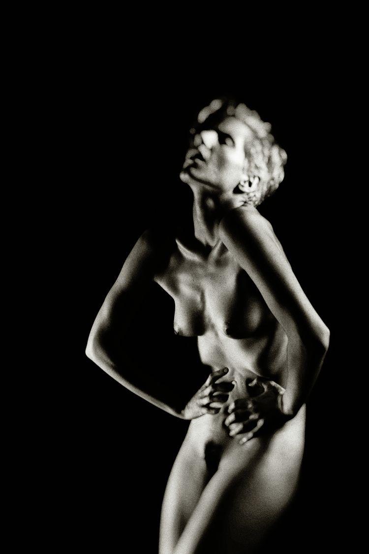 Model: Whitney Masters - stevelease | ello
