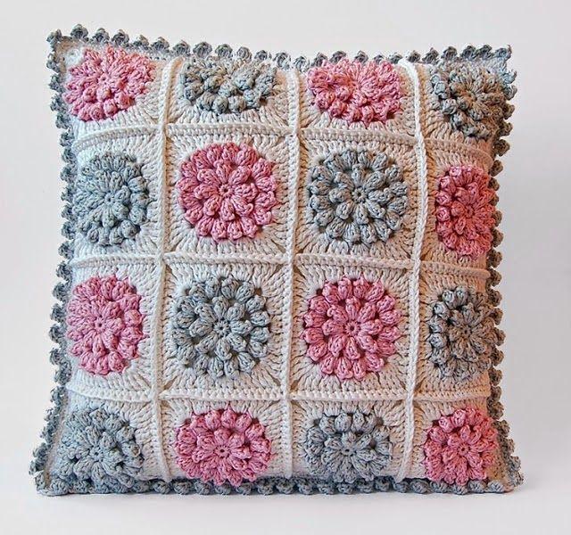 enchanted model crochet pillow  - brunacrochet | ello