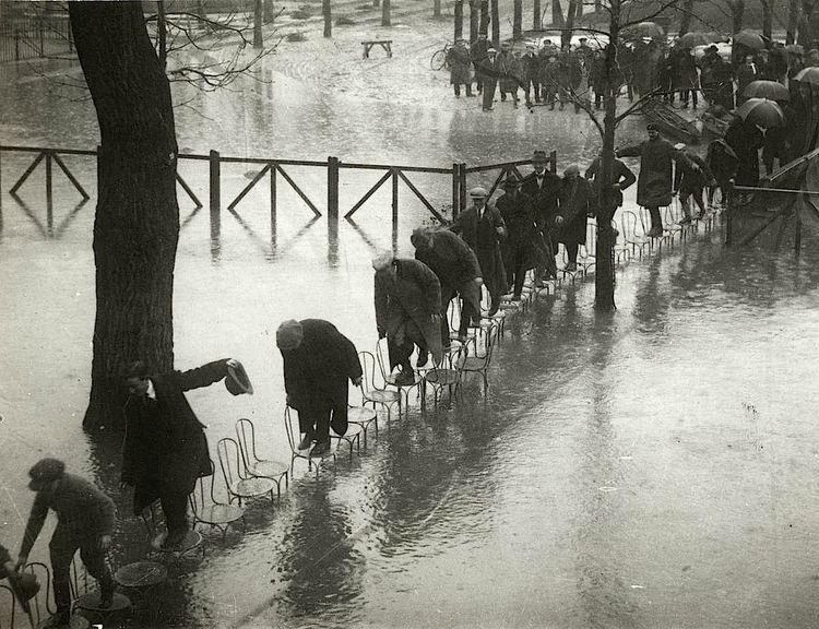 Paris Flood - geeksusie | ello