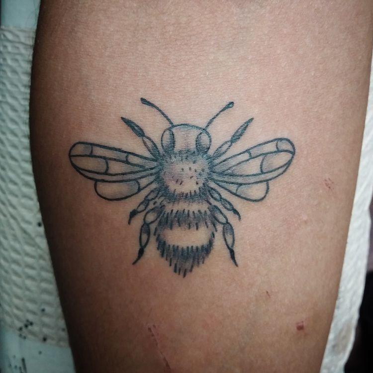 bee favorite people! Bees simpl - yankeedoodlezart | ello