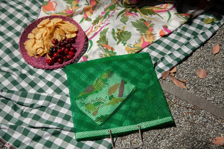 Summer essentials / book scene - gravelandgold | ello