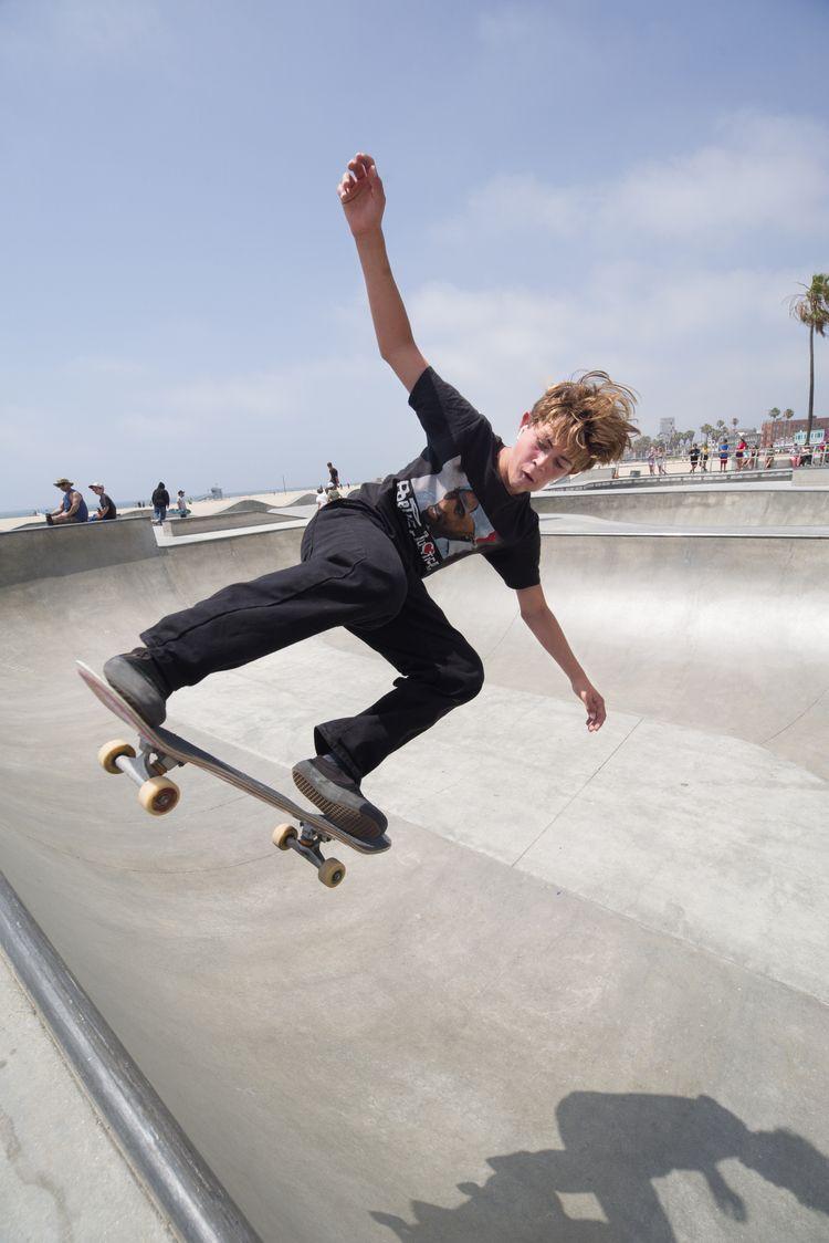 Skyhook - skateboard, photography - lowhum   ello