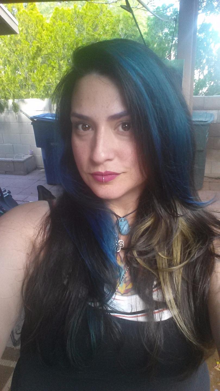 Selena Yniguez  (@selenayniguez) Cover Image