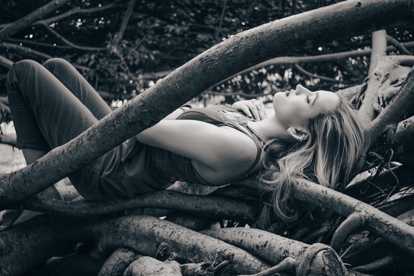 Jana Portela (@janainaportela) Cover Image