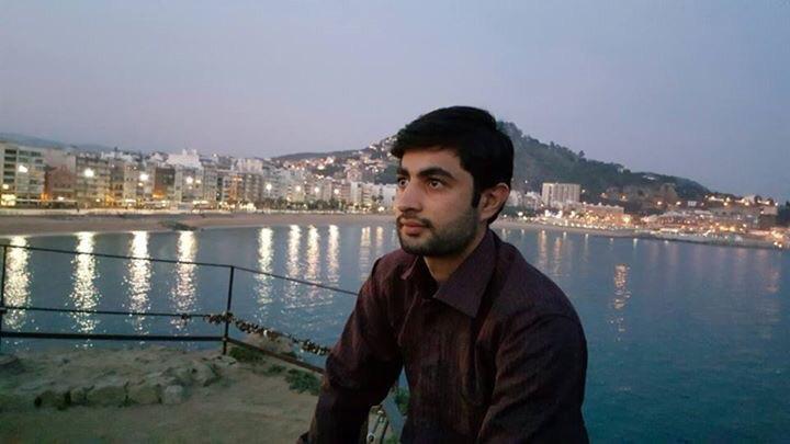 Roshaan Akram (@roshaanakram) Cover Image