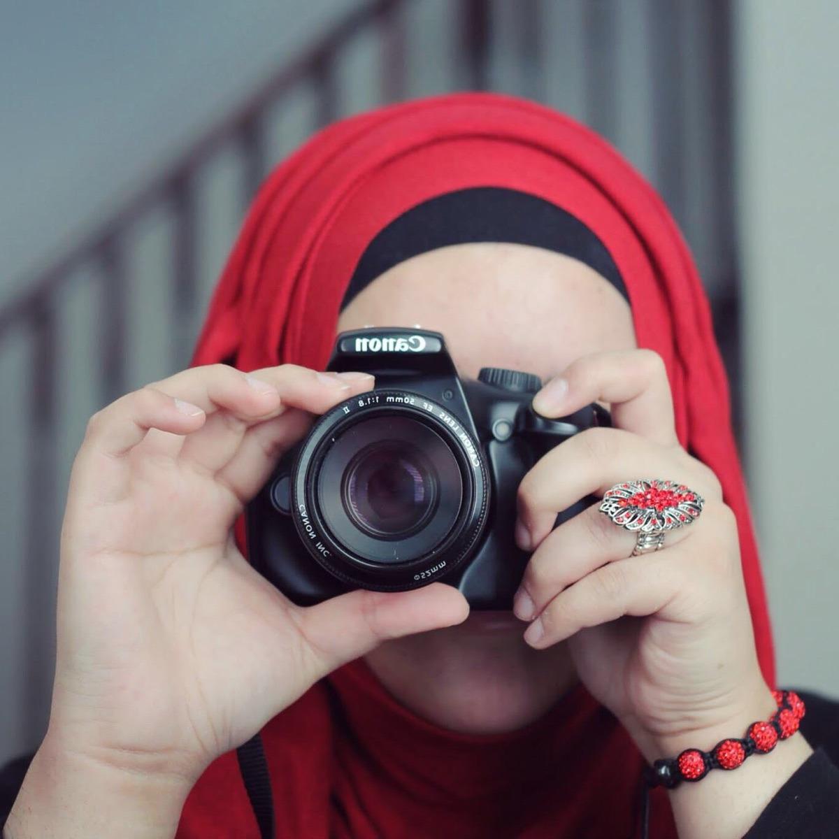 Nahal B. (@nahal_bee) Cover Image