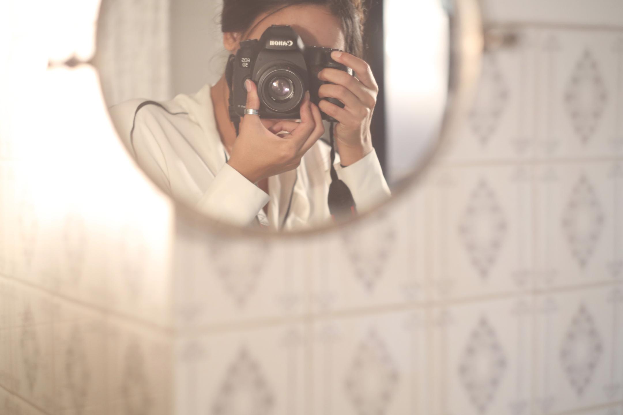 reni (@renataboli) Cover Image