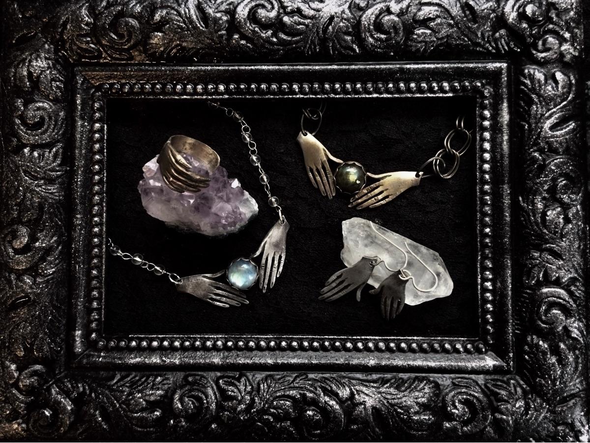 Alisha Ray (@silvermoonalchemy) Cover Image