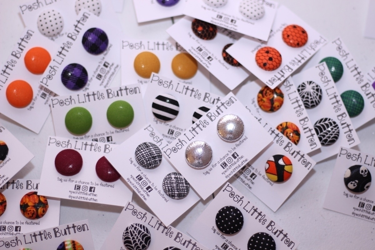 Posh Little Button (@poshlittlebutton) Cover Image