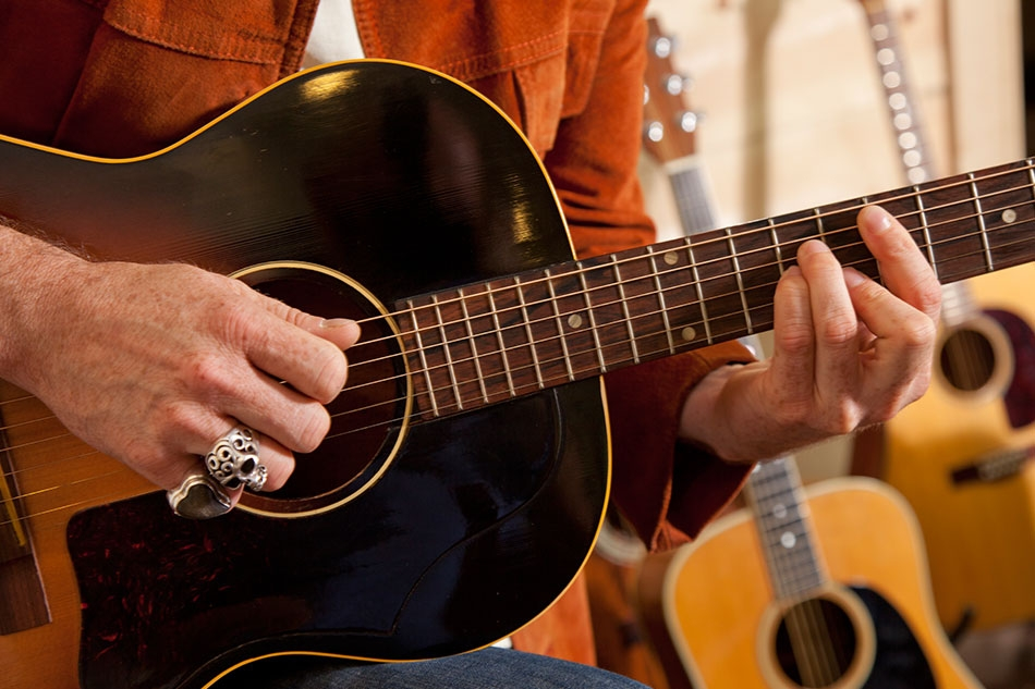 Acoustic Guitar Comm8i (@acousticguitarcommunity) Cover Image