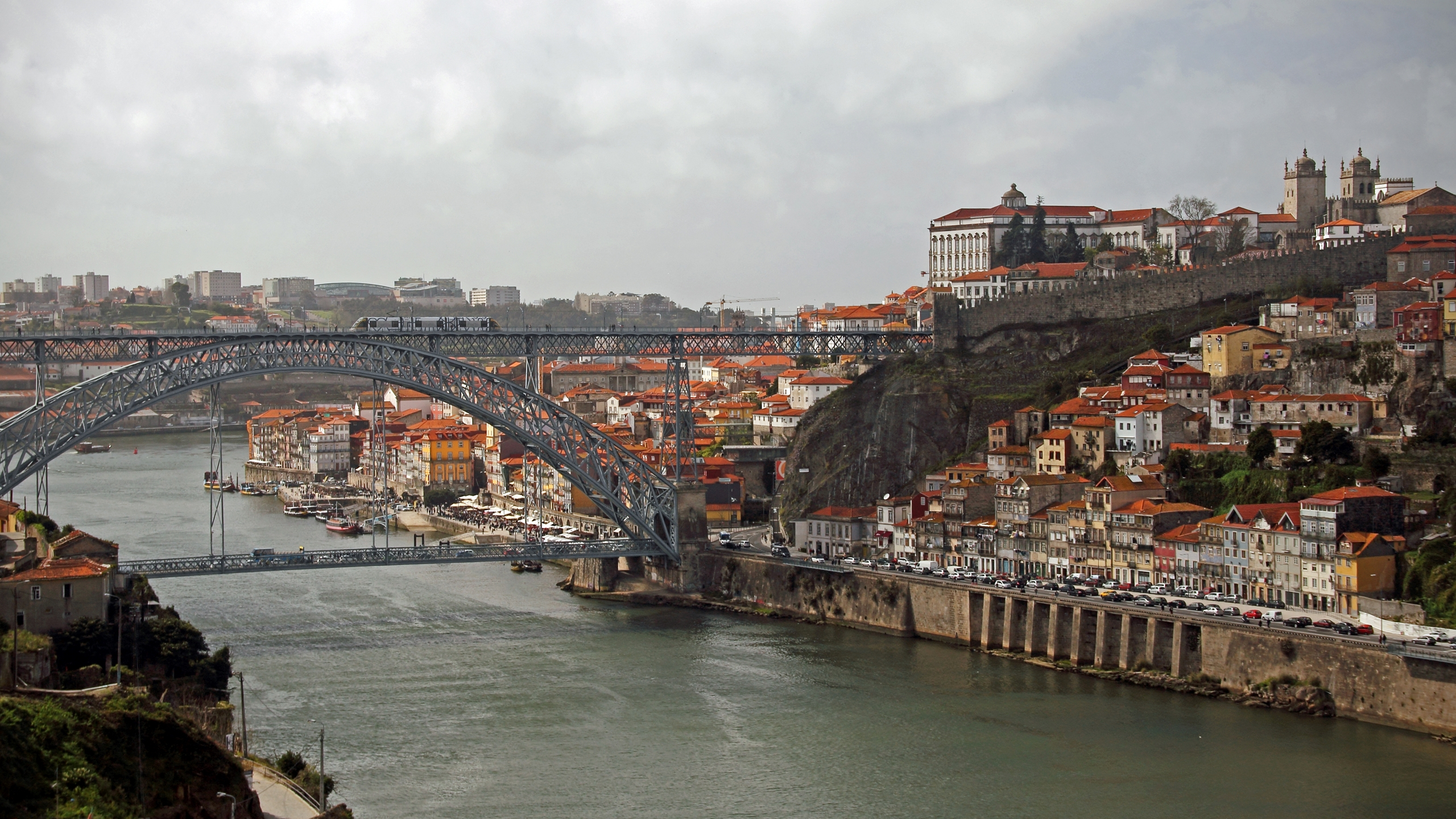 Porto Photo Spots (@portophotospots) Cover Image