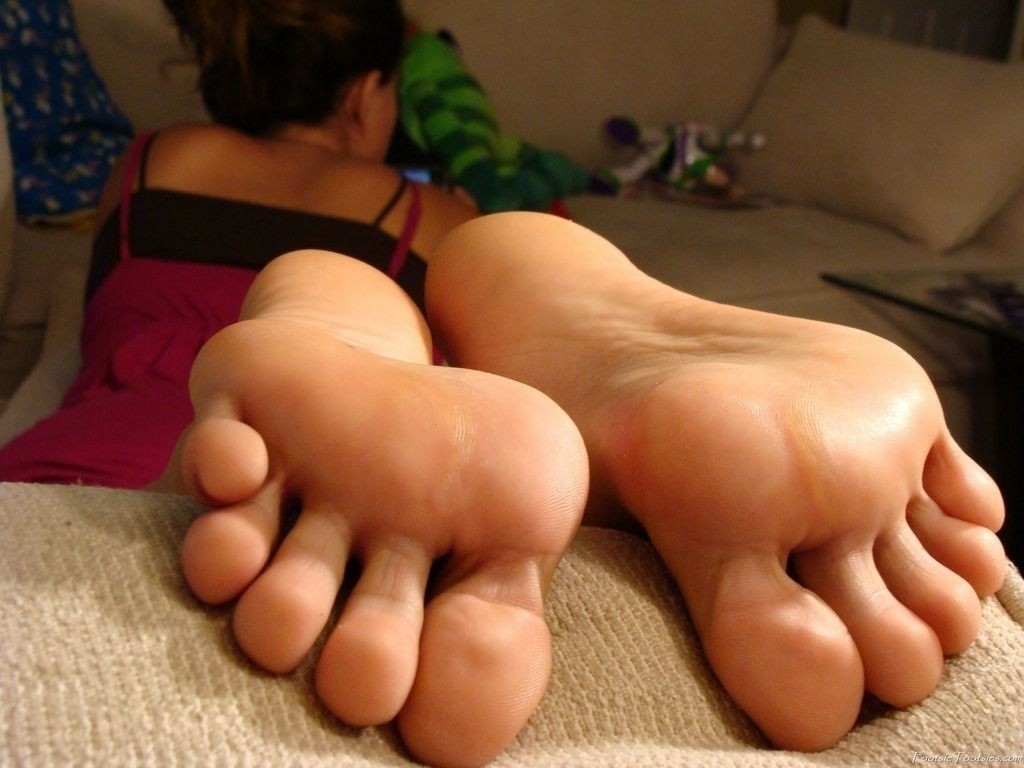 (@dlovesfeet) Cover Image
