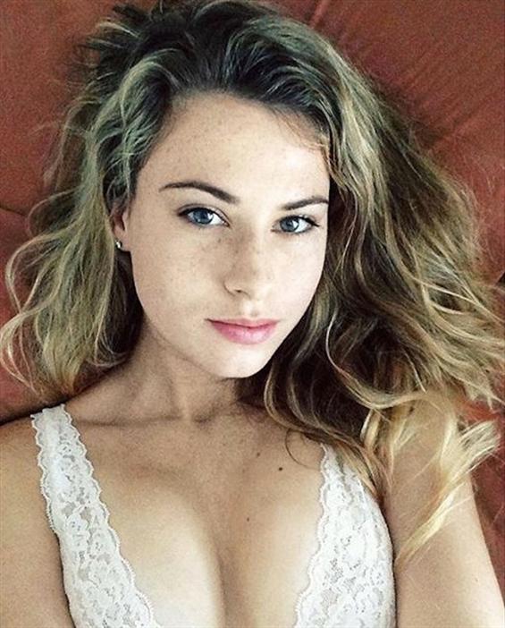 Jessica Curitiba (@jessica_curitiba) Cover Image