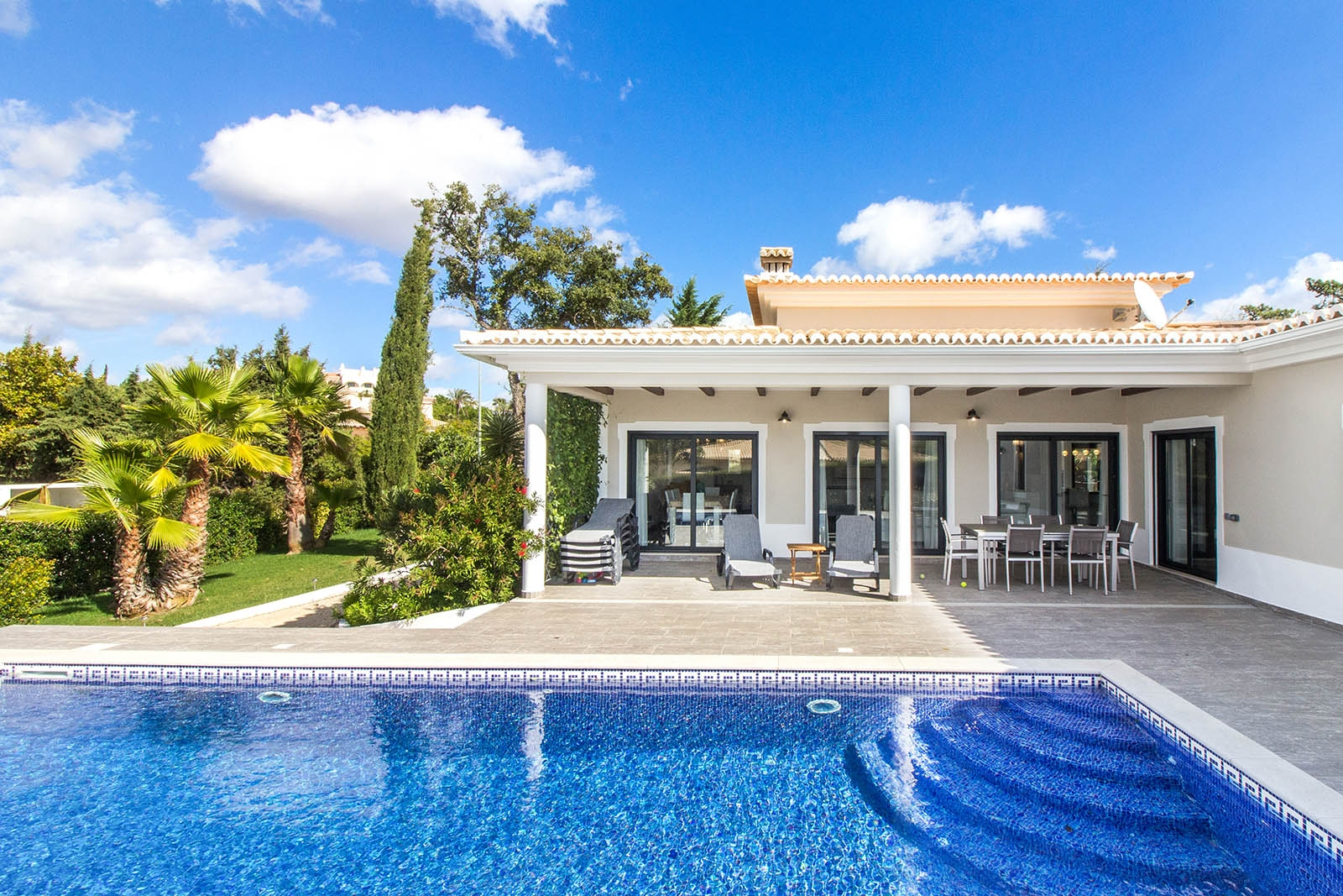 Beatriz Santos | Real Estate and Interior Photogra (@beatrizsantosphoto) Cover Image