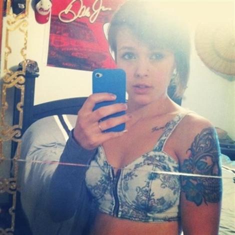 Julie Mandalay (@julie_mandalay) Cover Image