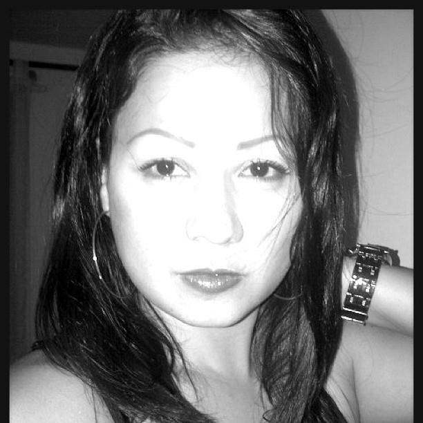 Núbia Oliveira (@nubiadeoliveira) Cover Image