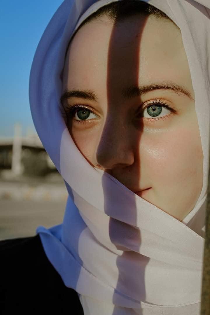 Issloi (@elliaossa03) Cover Image