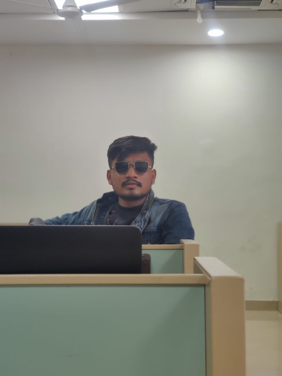 Karansinh Rathod (@bapu11) Cover Image