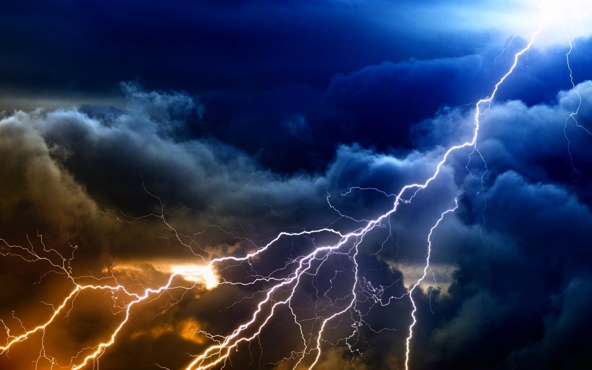 Lightning Strik (@burnedbythebell) Cover Image