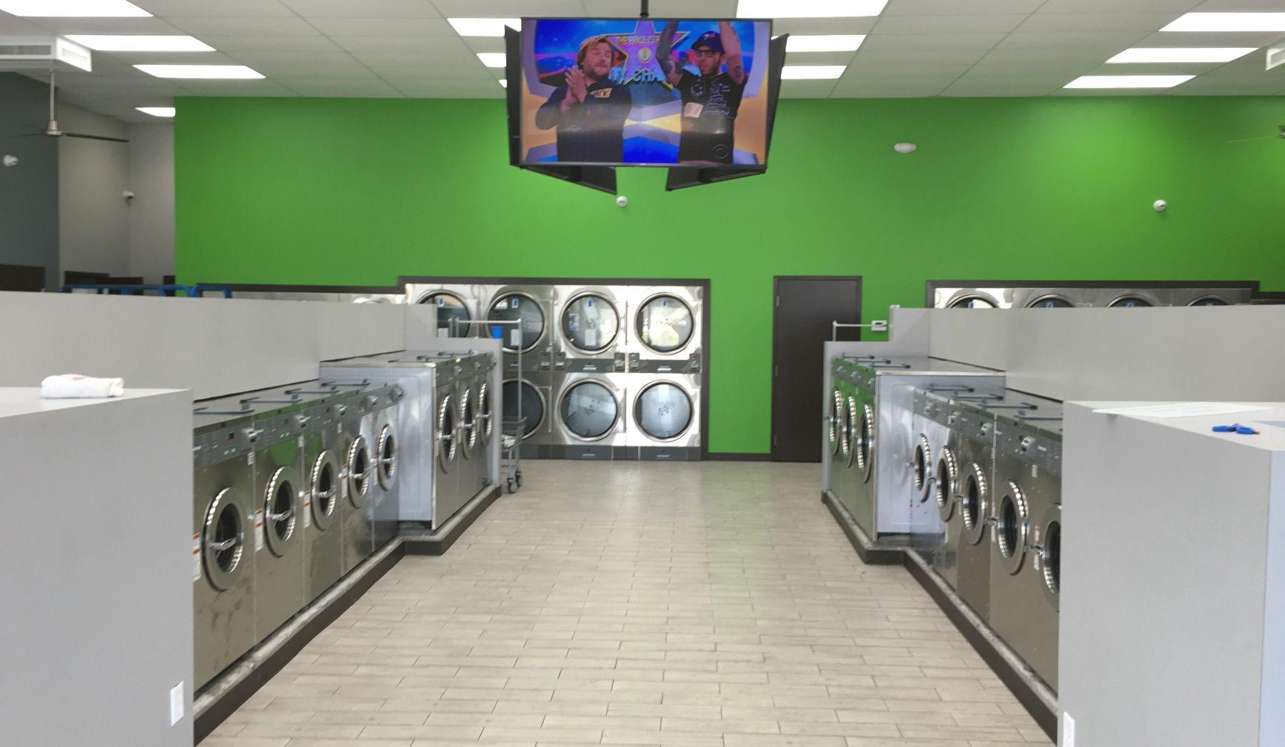 Laundromat Zone (@laundromatzonenola) Cover Image