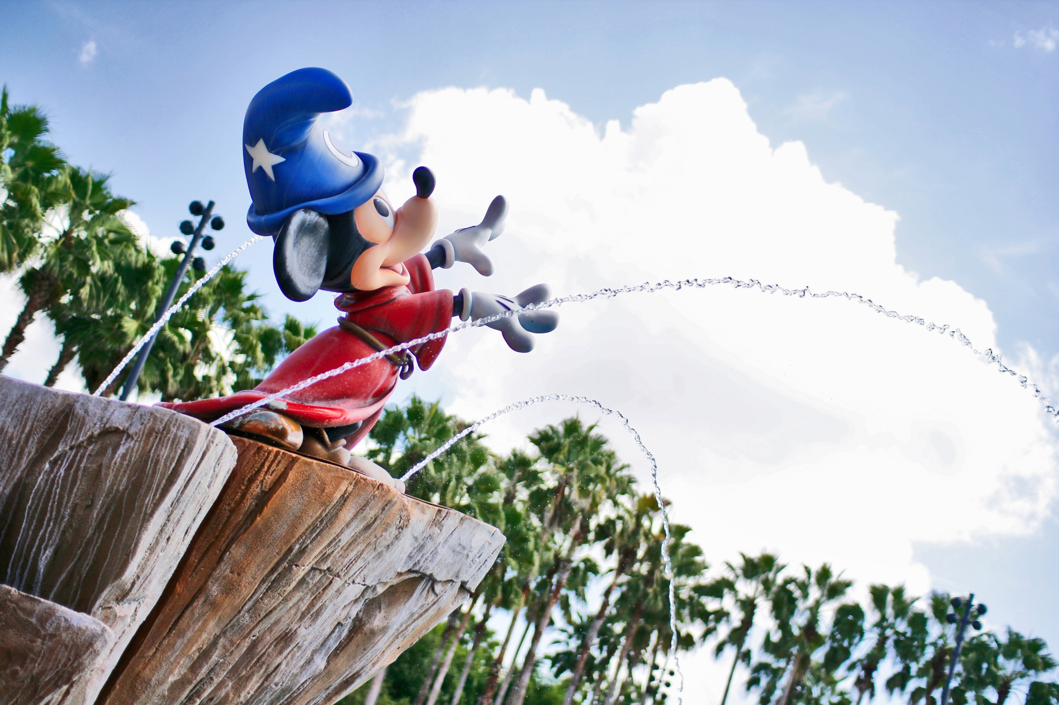 Disney Dsgn (@disneydsgn) Cover Image